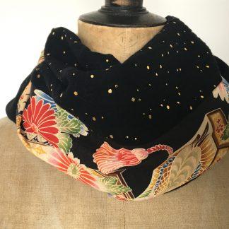 foulard noir pois doré fleurs japonaises