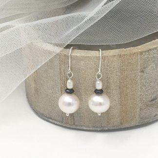 Boucles d'oreilles perles blanches et noires