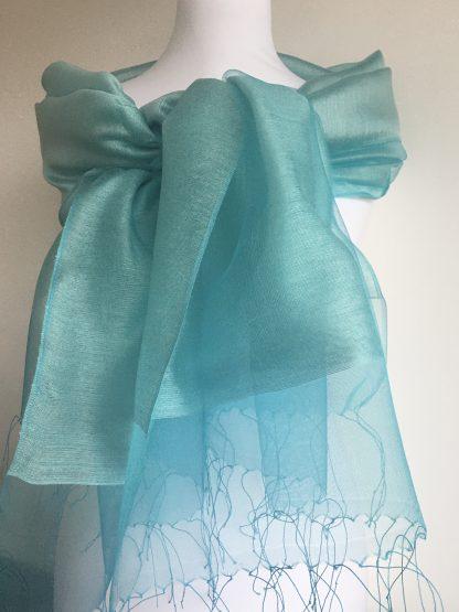 Étole bleu turquoise avec perles