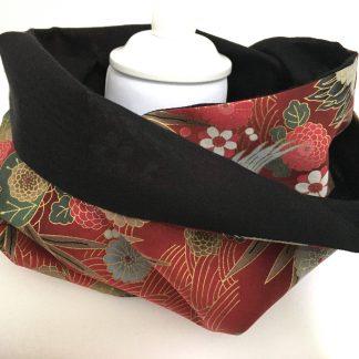 écharpe snood rouge, soie cachemire noir et motifs japonais