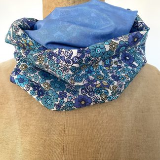 Foulard snood fleurs bleues